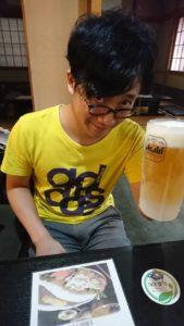 ビールを飲むちーも1