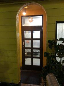 千秋の入り口ドア